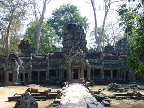 Olbrzymi kompleks świątyń przez wieki był całkowicie porośnięty dżunglą